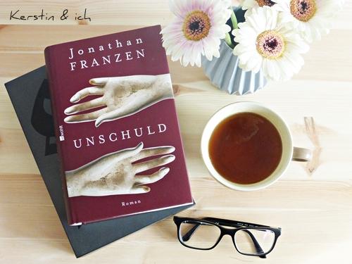 Stillleben mit Büchern Blumen Tee Jonathan Franzen Unschuld