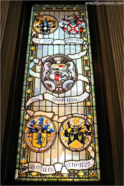 Sellos de los Gobernadores Provinciales de Massachusetts en la Vidriera del Massachusetts State House