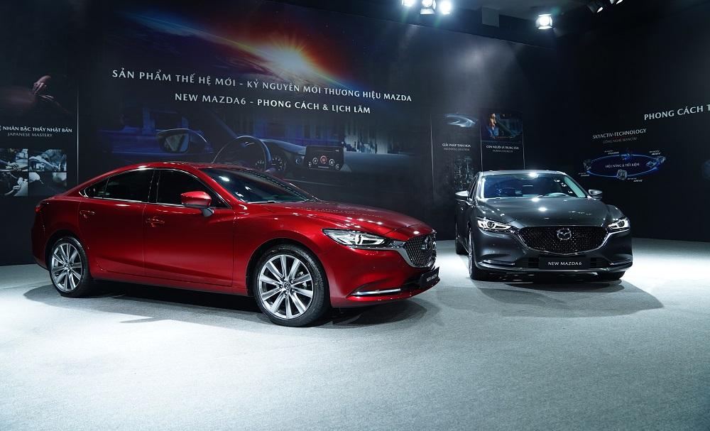 Các mẫu xe thế hệ mới trong showroom Mazda