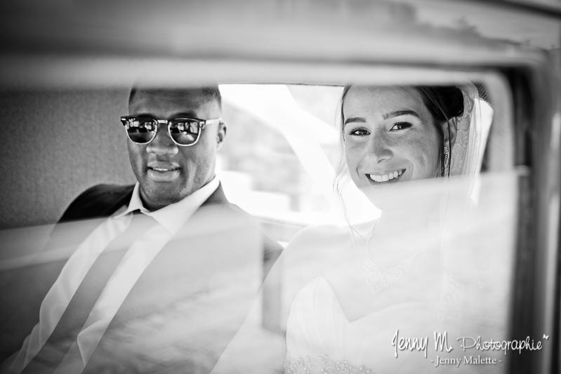 arrivée des mariés dans voiture de collection