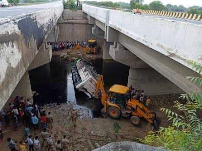 यमुना एक्सप्रेसवे पर बस हादसा |  Yamuna expressway bus accident