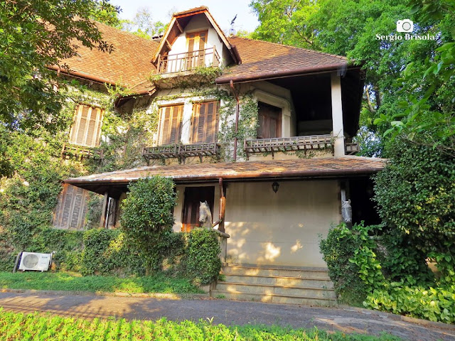 Vista ampla de um belo Casarão antigo na Avenida Europa - Jardim Europa - São Paulo