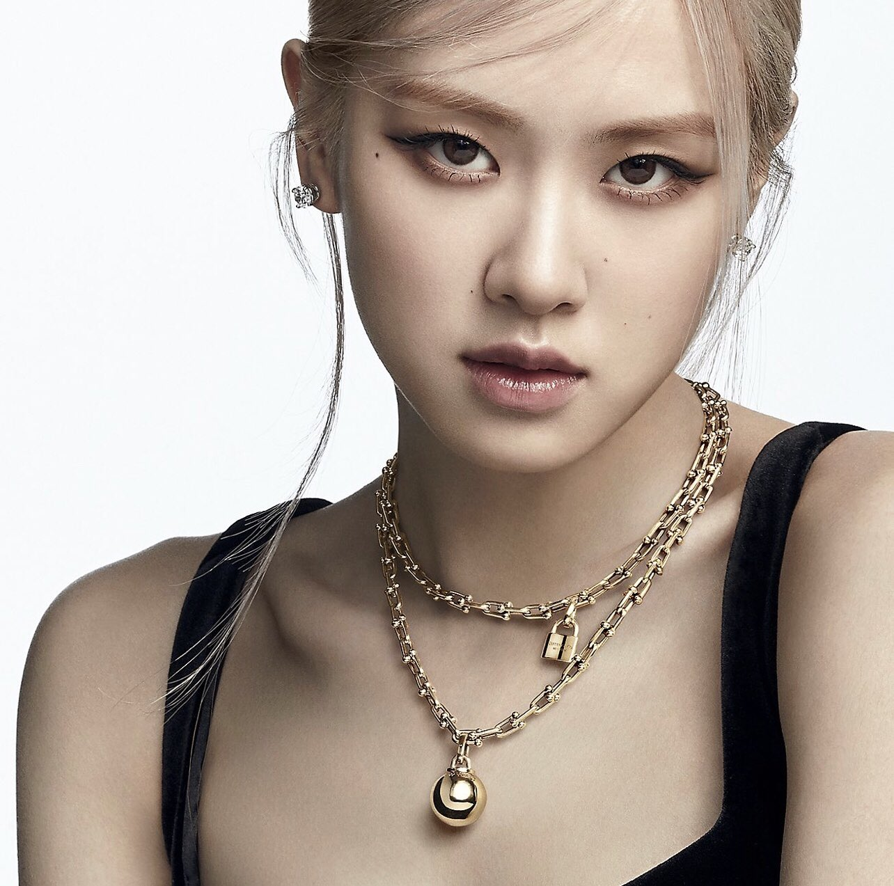 BLACKPINK star and solo artist ROSÉ channels the bold, unapologetic spirit of Tiffany HardWear.