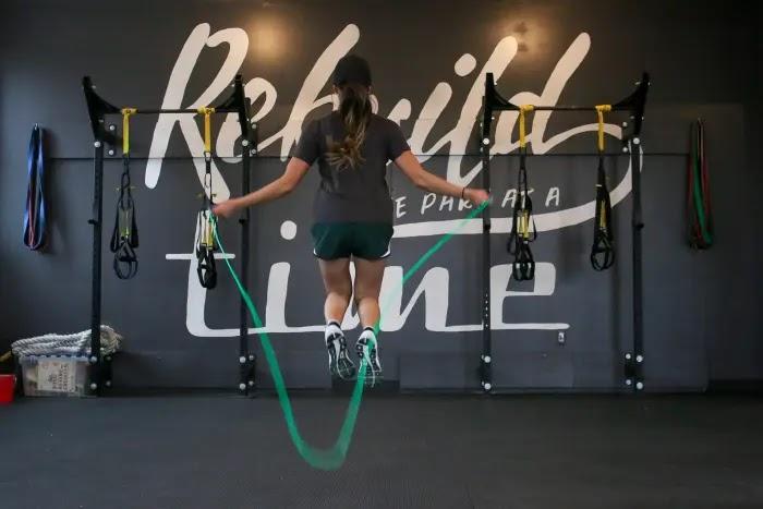 jump rope jadi olahraga yang menyehatkan jantung dan bisa dilakukan di rumah