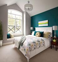 Emerald green bedroom accent wall