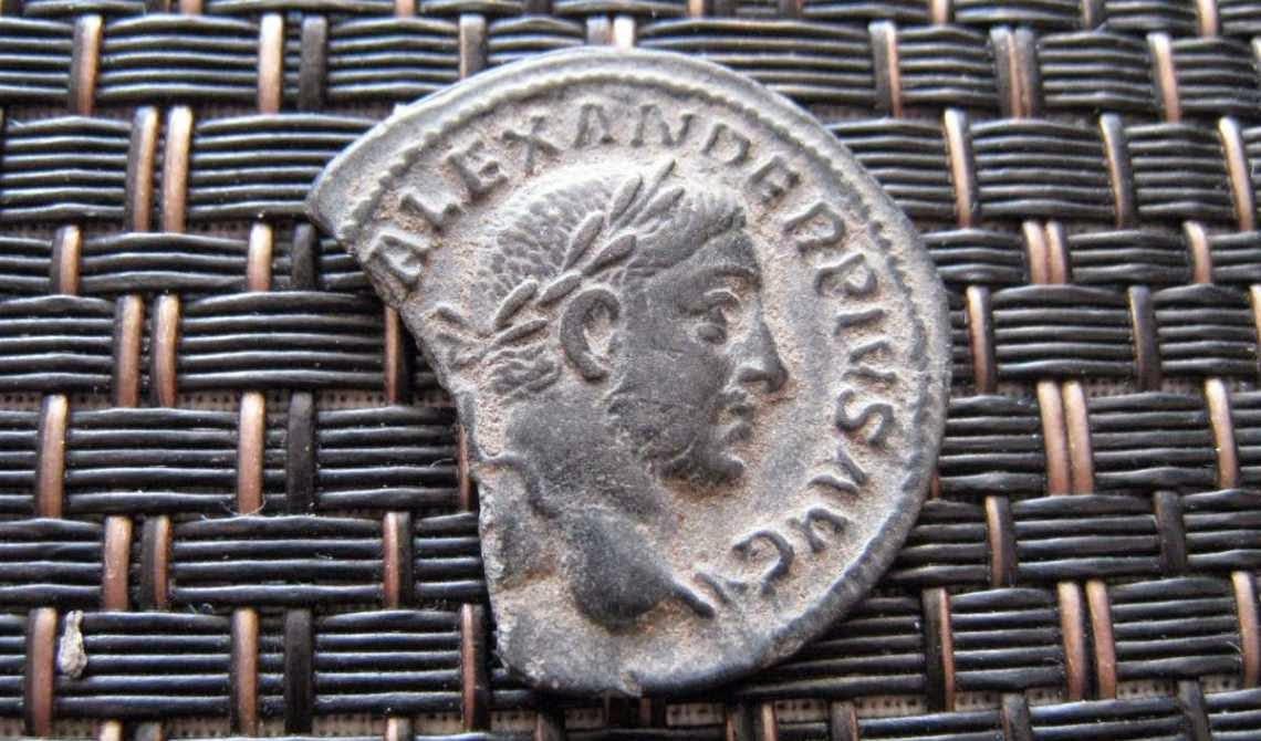 Condiciones, monedas romanas y Derecho romano