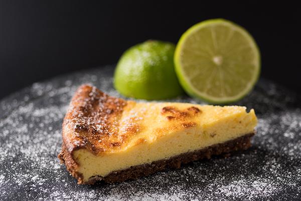 receta de un postre de leche condesada, una tarta deliciosa