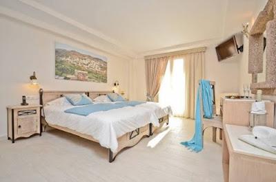 http://www.naxos-apartments.de/en/html/hotel-naxos-island_en.html