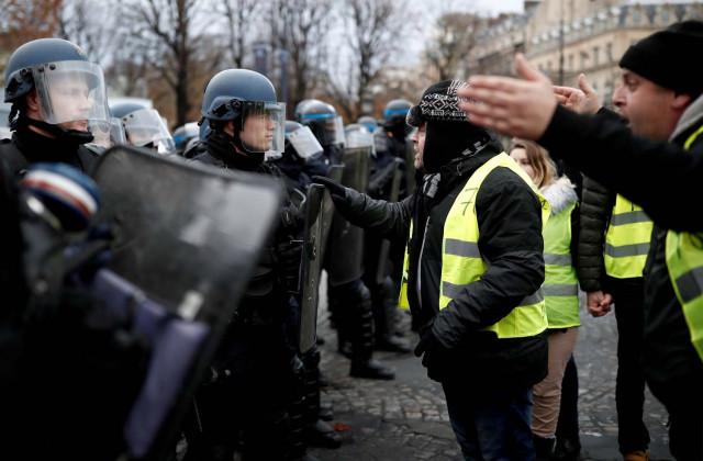 """Gobierno de Maduro preocupado por """"fuerte"""" represión contra manifestantes en Francia"""