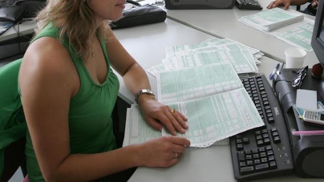 Ολιγοήμερη παράταση των φορολογικών δηλώσεων εξετάζει το υπουργείο Οικονομικών