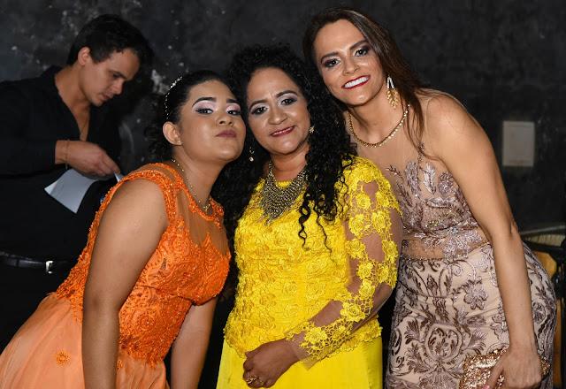 Em grande estilo, Joana Santos comemora mega festa de 15 anos, em Anapurus.