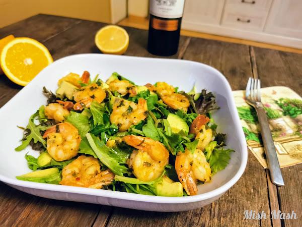 Цитрусова салата с авокадо и скариди