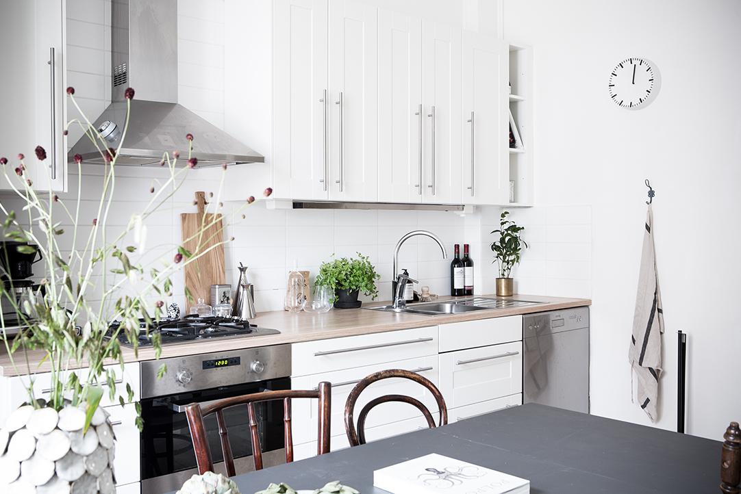 biała kuchnia, jasna kuchnia, kuchnia w stylu skandynawskim