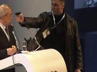 """HOAX: """"Upaya Pembunuhan Menlu Turki di Paris"""" adalah Berita Keliru"""