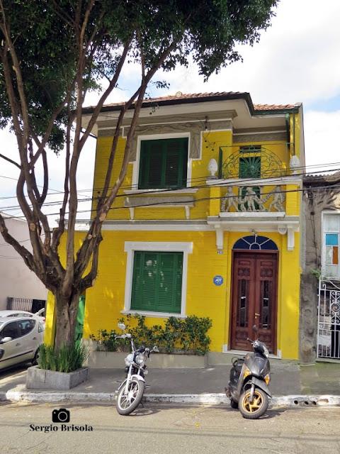 Vista ampla de um antigo sobrado na Rua dos Ingleses - Bela Vista - São Paulo