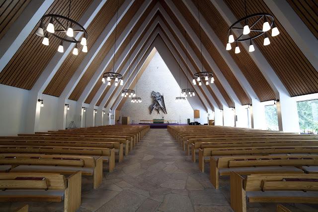 Joutjärven kirkon kirkkosali.