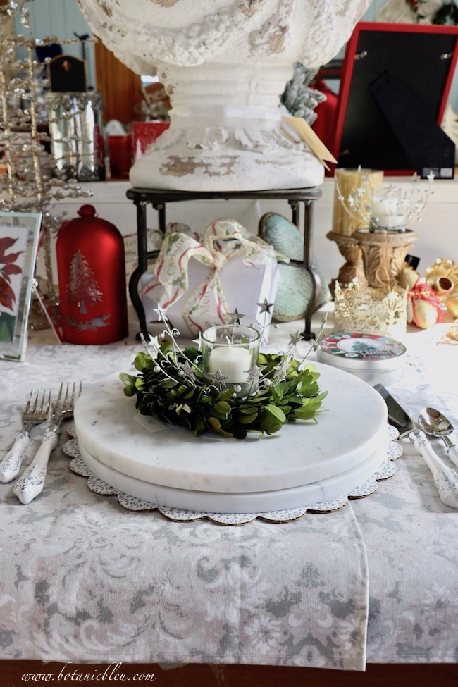 French Country Christmas Event 2019 offers white round marble boards