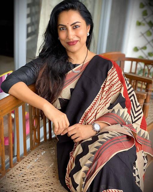 Kranti Redkar  (Actress) Wiki,Bio,Age, Education, Awards, Family and Many More