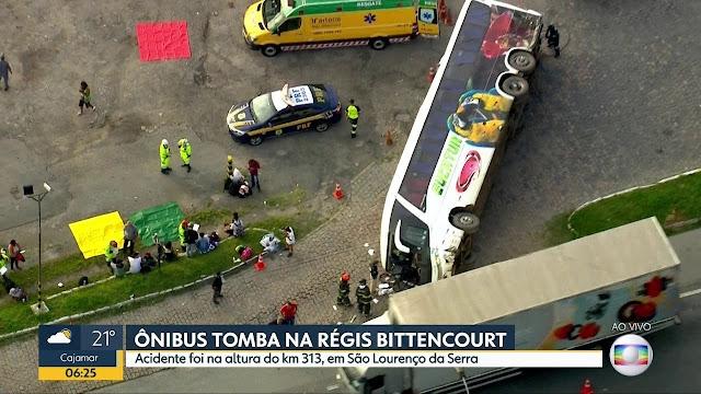Vídeo! Ônibus da Eucatur tomba e deixa 38 feridos na Régis Bittencourt, na grande SP