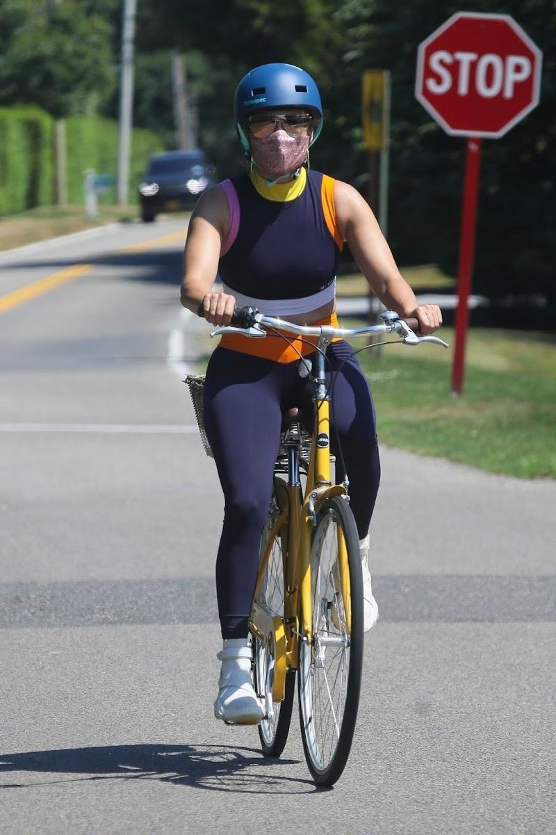 Jennifer Lopez - Out for Bike Ride in New York 29 Jul -2020
