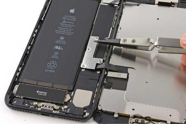 Thay pin iphone x giá rẻ tại Maxmobile