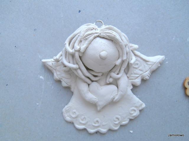 aniołek z gliny -ozdoba choinkowa