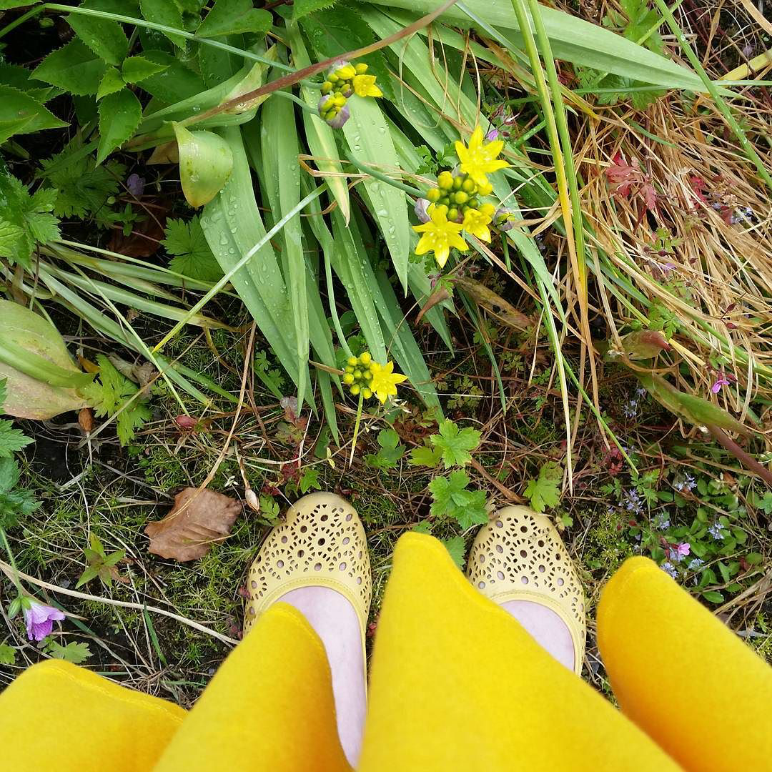 This Little Big Life: Yellow flowers, yellow shoes, yellow skirt