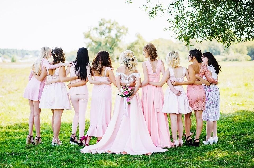 Gdzie najlepiej kupić sukienki online na studniówkę, osiemnastkę, wesela?