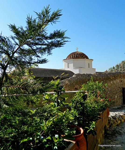 Cúpula de uma igreja bizantina em Monemvasia, Grécia