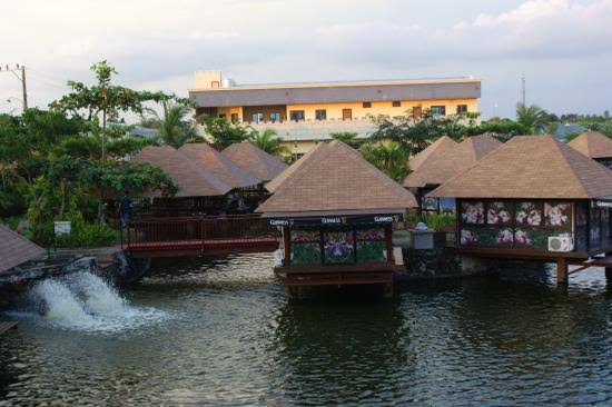 Telaga Barombong Resto dan Fishing