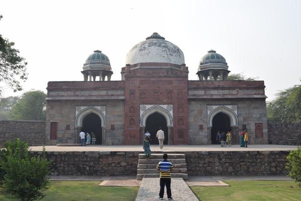 Isa Kham tomb