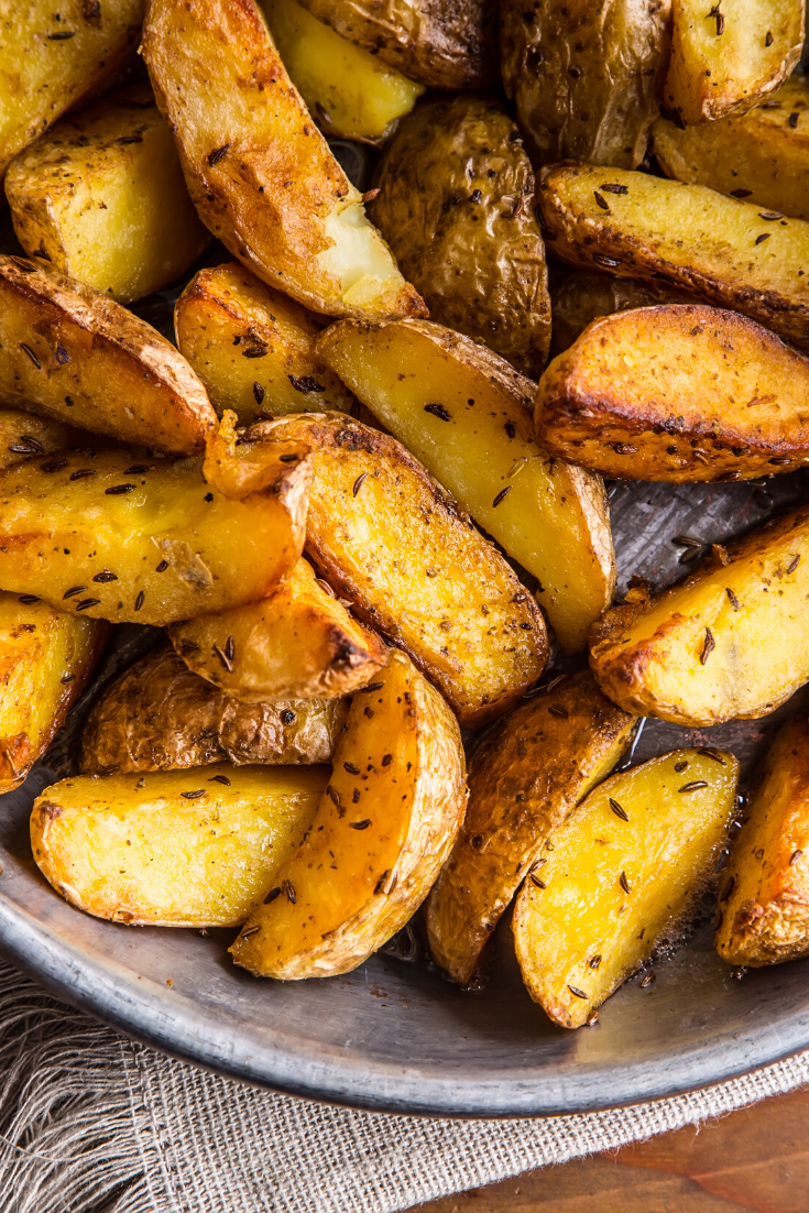 Crispy Garlic Roasted Potatoes #recipes is the best #food recipes for the dinner at home #dinner #recipes #dinnerrecipes #chickenrecipe #chickenfoodrecipes #easyrecipe #recipeoftheday #food #foodrecipe #weeknight #maincourse #dish #family
