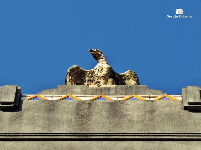 Close-up da Escultura do coroamento do Museu de Zoologia da USP - Ipiranga - São Paulo