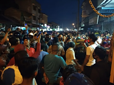 Warga Martubung Medan Labuhan Demo Tuntut Perbaikan Jalan Rusak
