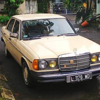 1978 W123 300D Mercedes Benz  Complete papers ( Hidup )