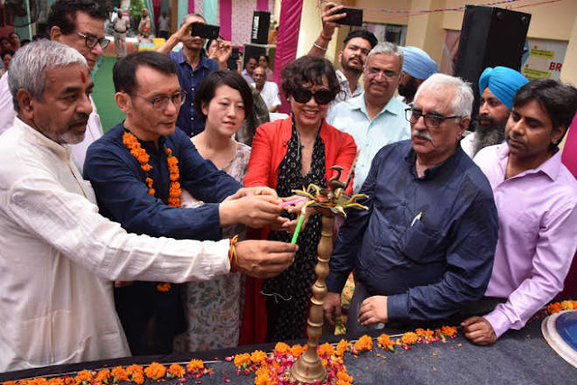 Zhang Jianxin, Cultural and Educational Counselor from Chinese Embassy, along with Dr Dinesh Upadhyay, national co-convenor of BJP medical cell, inaugurates the training session at Dr DN Kotnis Health and Education Centre. Himanashu Mahajan