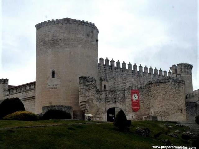 El bonito castillo de Cuéllar en Segovia