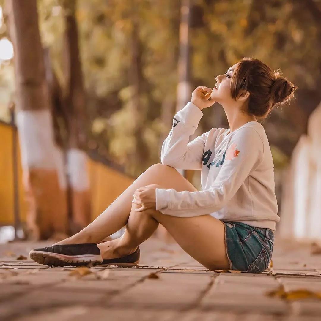 reem shaikh photoshoot in shorts