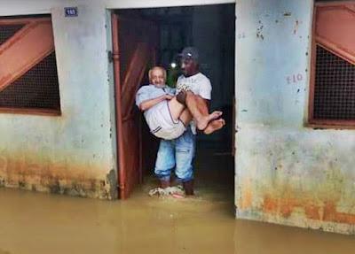BAHIA: Chuva forte deixa ruas alagadas em Várzea Nova; família teve que ser resgatada