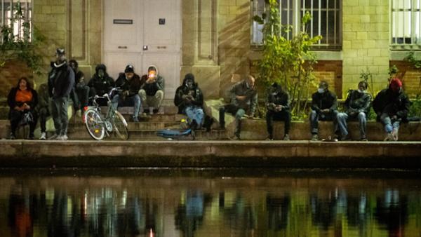 TRAFIC DE CRACK À PARIS : À 20H, LES RIVERAINS EXPRIMENT LEUR COLÈRE À COUPS DE CASSEROLES