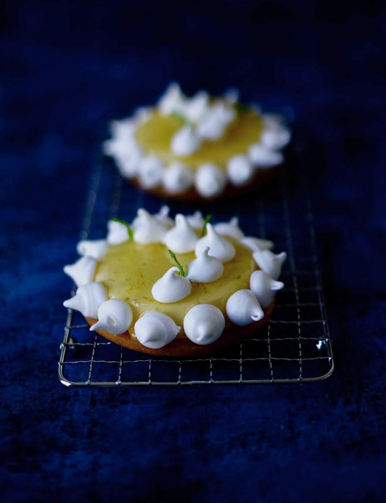tarte au citron , crémeux citron, meringues croustillantes , Elle à table