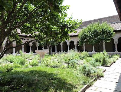ROMÁNICO EN NUEVA YORK. THE CLOISTERS MET. Claustro de Saint Michel de Cluxa