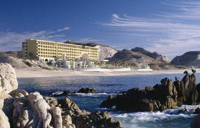 With just one visit to Marquis Los Cabos All Inclusive Resort Resort & Spa, an adults-only, all-suites resort, you will immediately understand the intoxicating appeal of this beautiful corner of the world.