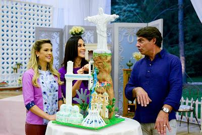 Beca, Nadja e Olivier com o bolo Paisagens do Brasil (Crédito: Zé Paulo Cardeal/SBT)