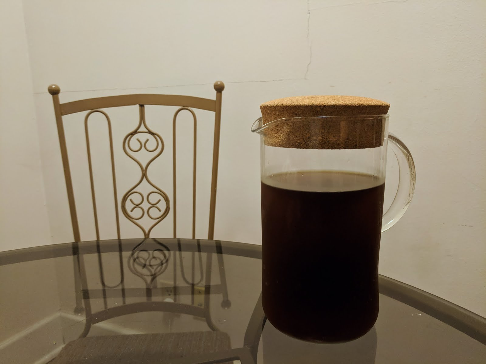homemade cold brew coffee plastic free zero waste easy recipe glass pitch minimal cork zero waste
