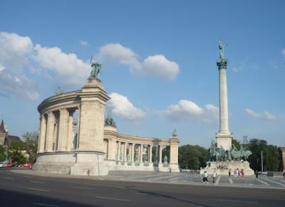 Emiciclo in Piazza degli Eroi