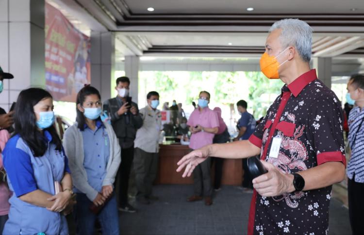 Ganjar Ingatkan, Vaksinasi di Gradhika Diprioritaskan untuk Lansia