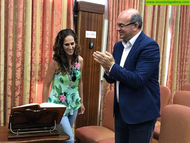 Saddai Santos toma posesión como nueva consejera en el Cabildo de La Palma