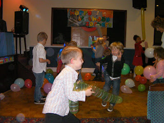 balloon fight at kids birthday party in pub
