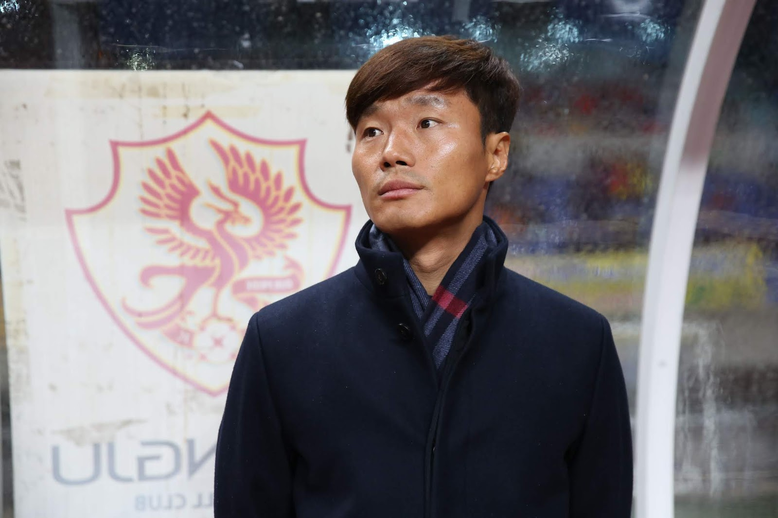 Nam Ki-il looks on as Gwangju FC won the first leg of the playoff final against Gyeongnam FC by a score of 3-1 on December 3rd, 2014.